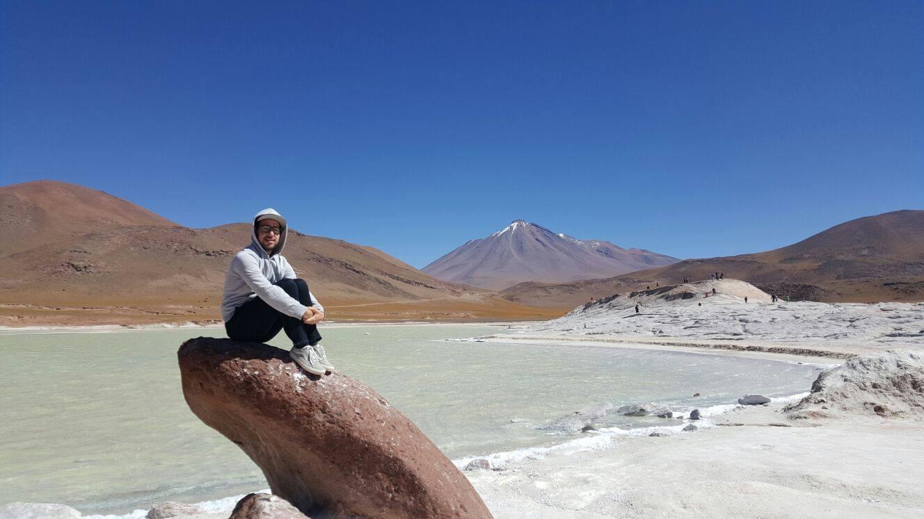 Sergio García Rodríguez en el desierto de Atacama, Chile. Singularia