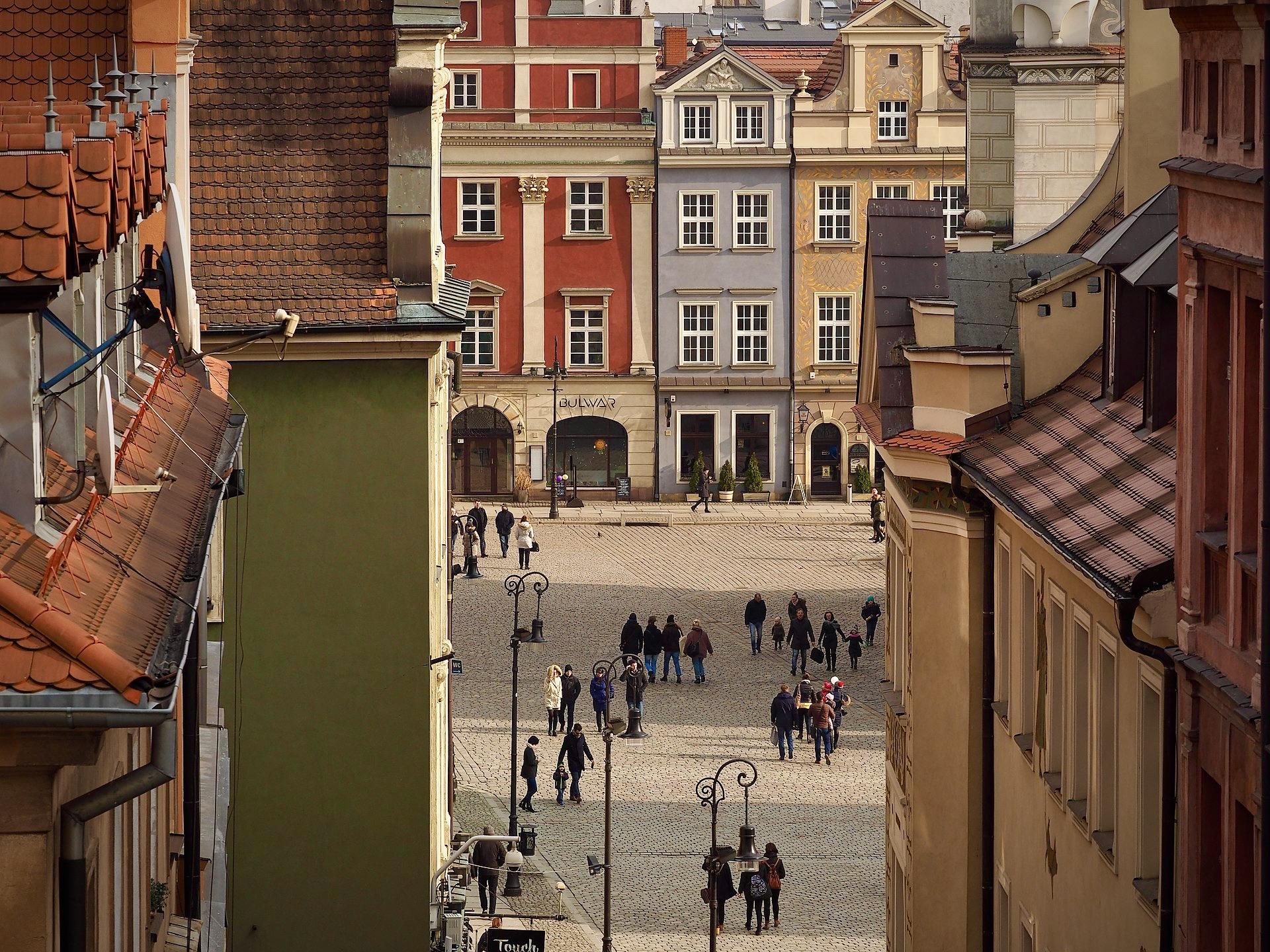 La plaza del Mercado Viejo de Poznan –la más colorida de Europa–, desde arriba