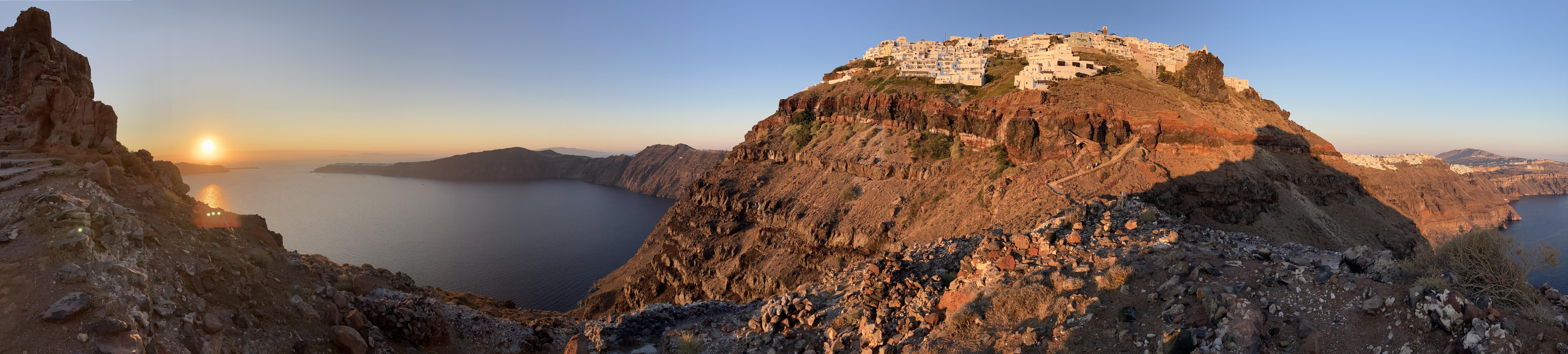 panorámica del atardecer en Santorini